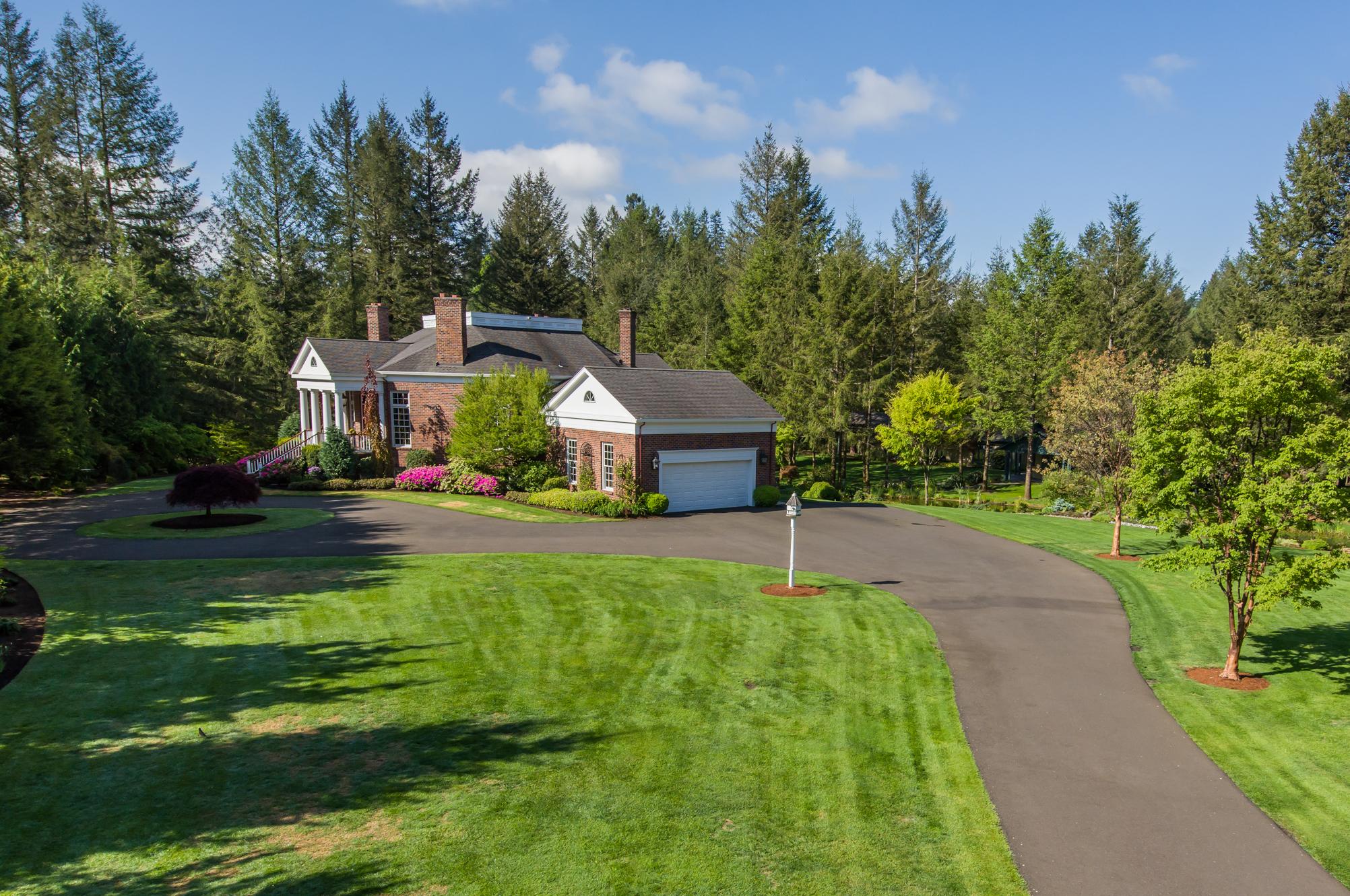 Classic Country Estate Spektrum Enterprises